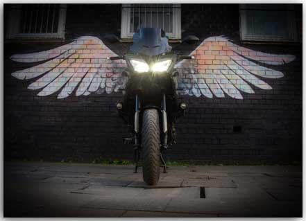 Postkarte Motorrad mit Engelsflügeln